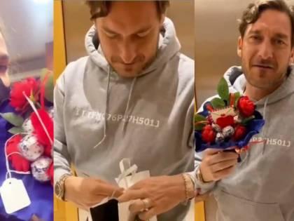 """""""Ti piace?"""", """"Ma vattene a f......"""": il San Valentino di Ilary e Totti scatena le risate"""
