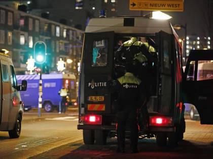 Adesso è guerra sul coprifuoco: il lockdown infiamma l'Olanda
