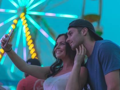 """Fotocamera per i selfie? Quella di Oppo ti """"insegue"""""""
