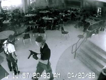 """""""Farei una strage a scuola"""". L'Fbi manda la polizia a casa di un tredicenne toscano"""