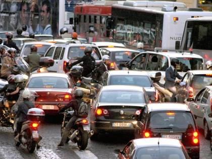 Divieto di slalom tra auto: la protesta dei motociclisti