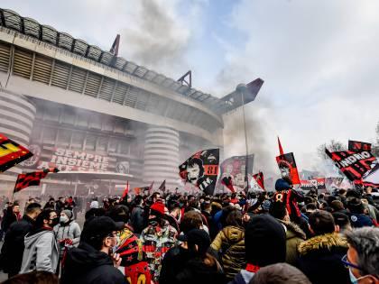 Milan-Inter, attimi di tensione all'esterno del Meazza: curve a contatto