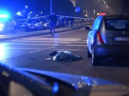 Milano, aggredisce passanti e polizia con un coltello: ucciso