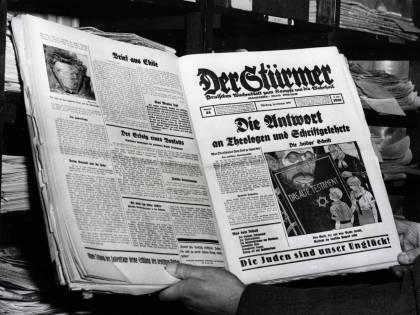 """Il mistero dell'uomo che fa """"sparire"""" i cimeli nazisti"""