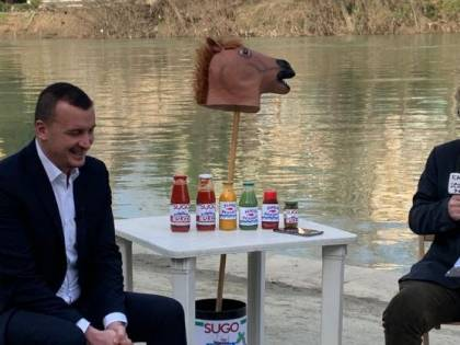 """Casalino torna all'attacco: """"Cosa penso di Renzi e Boschi"""""""
