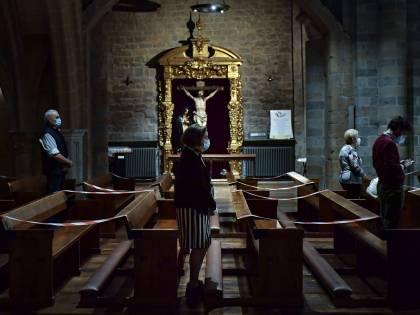 Vox vuole salvare le croci dalla cristianofobia che avanza in Spagna
