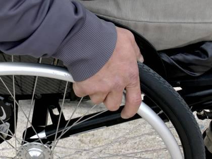 14enne uccide nella notte a pugnalate sorella disabile e su una sedia a rotelle