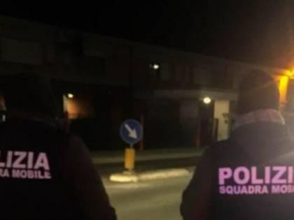 """""""Italiani di m... non valete niente"""". Gruppo di ragazzi aggredito e derubato"""