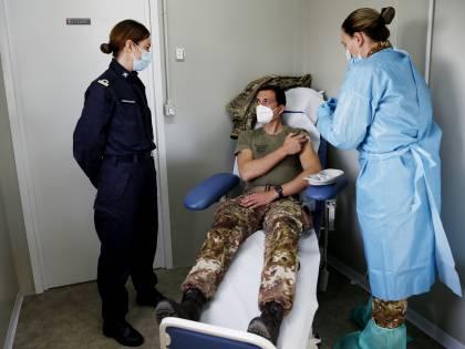 Soldati e volontari, missione vaccini: 200mila al giorno nel mese di marzo