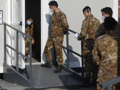"""""""Fare il vaccino porta a porta"""". Ecco il piano della task force militare"""