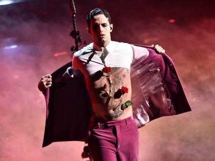 Sanremo, quadro finale per Achille Lauro trafitto e sanguinante