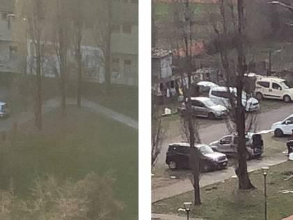 """Rom bivaccano nel parcheggio: """"Ma il Comune non dice nulla"""""""