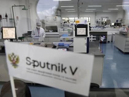 """Ema: """"Sputnik? Roulette russa"""". Ma l'Italia vuole produrlo"""