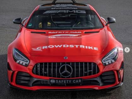 La Mercedes provoca: safety car rossa...
