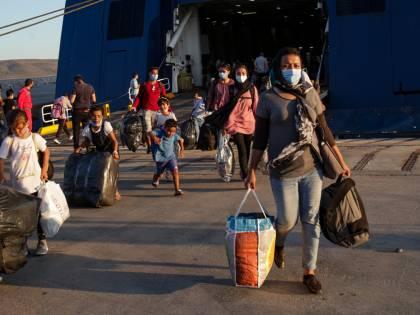 'Devono conoscere la lingua...' La nuova legge per i migranti