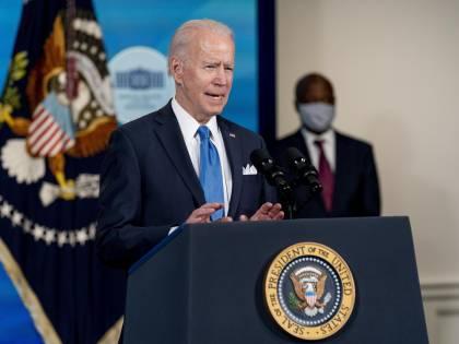 Biden e Putin, insulti da bulli Il mondo trema