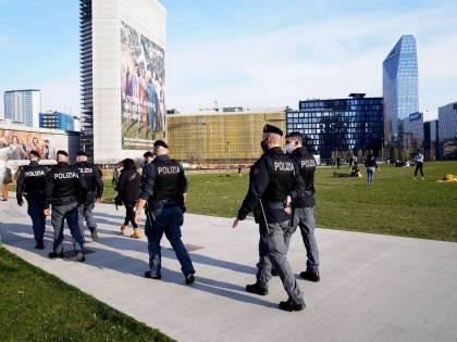 """Allarme feste in casa oltre cento multe e 2 giovani arrestati. Chiusi bar """"abusivi"""""""