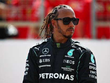 Lewis, il re è sempre lui. Spegne Verstappen e prepara già la fuga