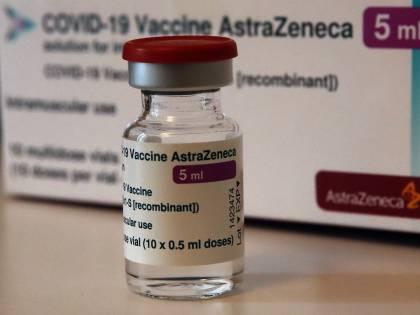 Vaccini AstraZeneca, ecco tutti i sintomi di cui preoccuparsi