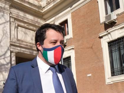 """""""Ho difeso i confini del Paese"""". Ma il pm chiede il processo per Salvini"""