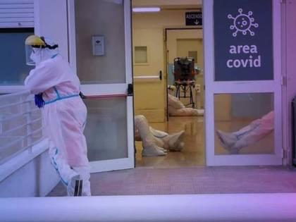 """""""Mancano barelle e ossigeno"""". E l'ospedale-Covid chiude per 48 ore"""