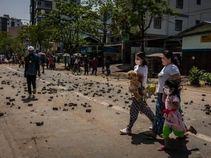 Myanmar, ecco la (inutile) offensiva della Ue. E il regime militare se la prende con i media