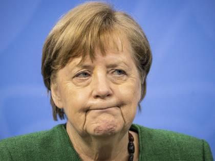 Londra, maxi multa a chi lascia il Paese. Stretta a Berlino: sarà lockdown duro