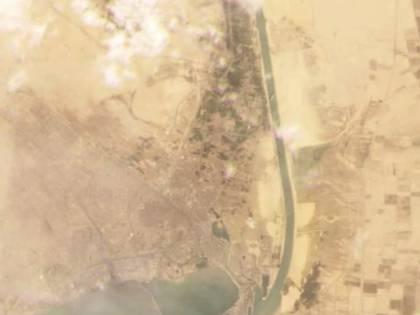 Il mega cargo si incaglia nel Canale di Suez. Traffici globali in tilt