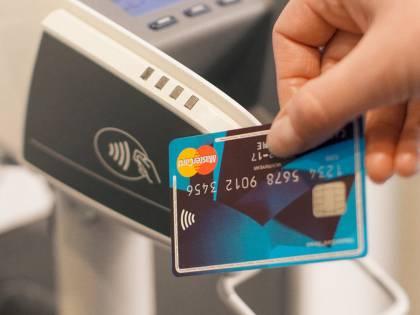 Occhio alla carta, cambia tutto con il cashback: come si usa al supermercato.