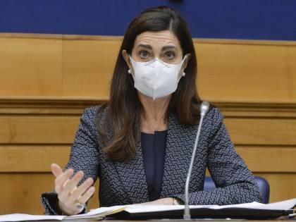 """""""Non usateci così"""", """"È fango..."""". Ed è rissa tra la Boldrini e i collaboratori"""