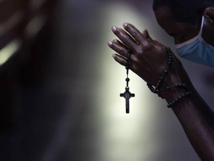 """Brasile, prete stupra donna dopo una preghiera: """"Me lo ha ordinato il diavolo"""""""