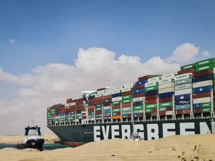 Il grande caos di Suez. Merci e petrolio bloccati. A rischio l'export italiano