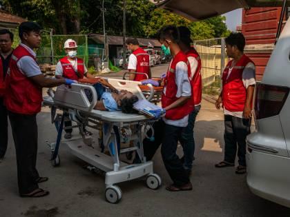 Myanmar, strage infinita Cento morti in un giorno e proiettili contro i bimbi