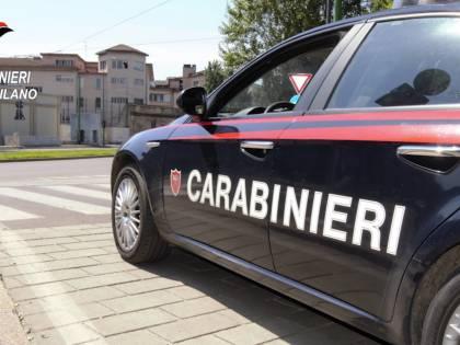 """""""Lì grigliano in casa..."""". Arrivano i carabinieri e multano sei persone"""