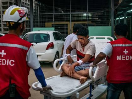 Le atrocità in Myanmar. Dagli spari al funerale all'uomo bruciato vivo
