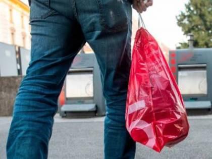 Covid, quei sacchetti rossi che uccidono la privacy