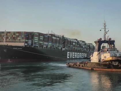 L'Ever Given ora è libera: riapre il canale di Suez. Ma la normalità è lontana
