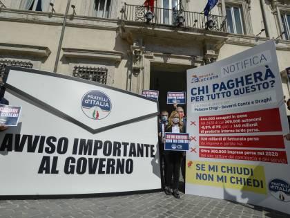 """Il blitz-Meloni a palazzo Chigi: """"C'è la maxi lettera per Draghi"""""""