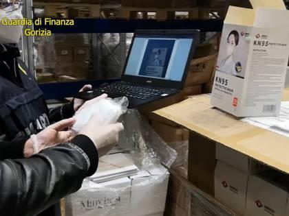 Sequestrate 60 milioni di mascherine pericolose della commessa di Arcuri