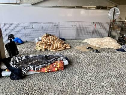 """""""Per Sala sono invisibili"""". I senzatetto che vivono nei cavalcavia del centro"""