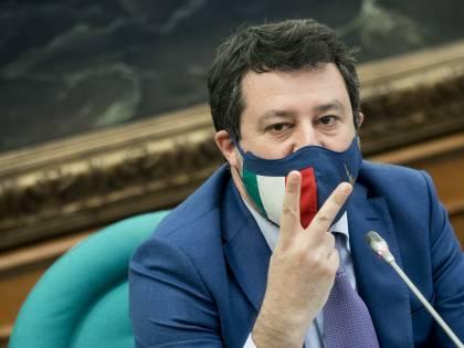 """Salvini appoggia Draghi: """"Se i dati dicono rosso..."""". Nuovo scontro con i dem"""