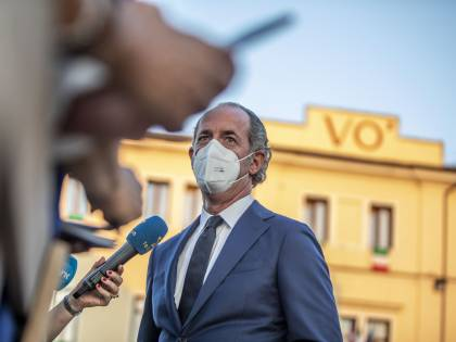 """""""Le dosi non sono arrivate"""". Zaia sospende le vaccinazioni: cosa sta succedendo in Veneto"""