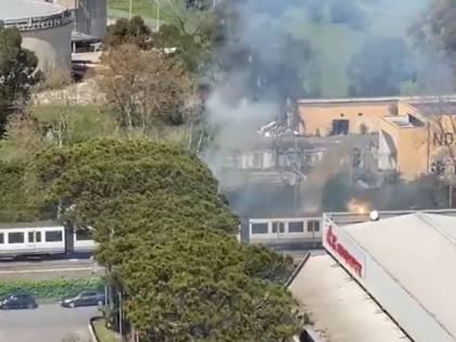 Incendio sul treno Roma-Lido: passeggeri in fuga sui binari
