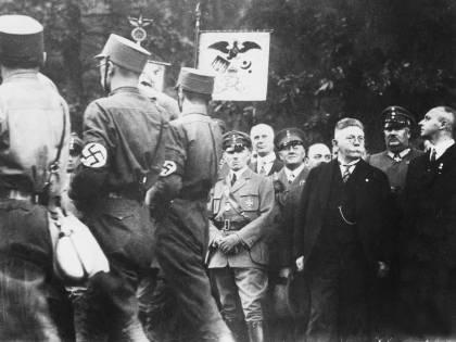 Se il totalitarismo è libera partecipazione