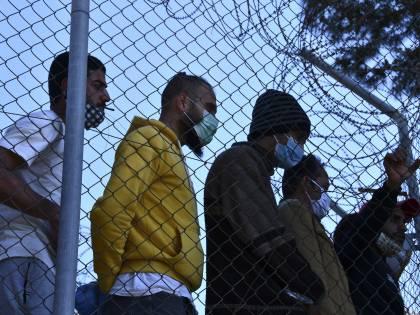 """La sinistra """"raccomanda"""" i migranti: vaccinare subito 200mila stranieri"""