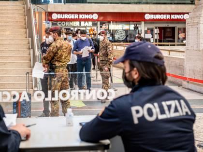 """Caos Astrazeneca, l'ira della polizia: """"Vogliamo sicurezza"""""""
