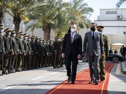 Il banco di prova di Draghi: ora sbarca nell'inferno libico