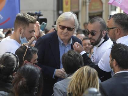 Moralizzava Vittorio Sgarbi: Sardina multata durante una festa in casa a Pasqua