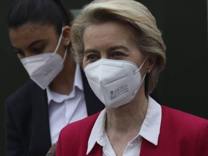 """Pressioni esterne, errori e ritardi: così l'Ue ha """"boicottato"""" i vaccini"""