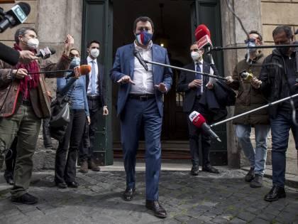 """Faccia a faccia Draghi-Salvini: """"In sei regioni si può riaprire"""""""